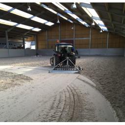Combiné lisseur tracteur pour sol non fibré
